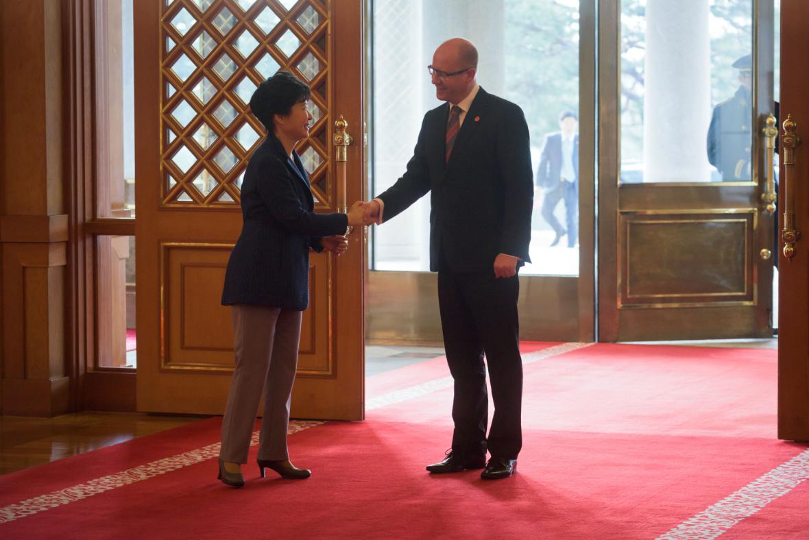 Jihokorejská prezidentka Pak Kun-hje a český premiér Sobotka