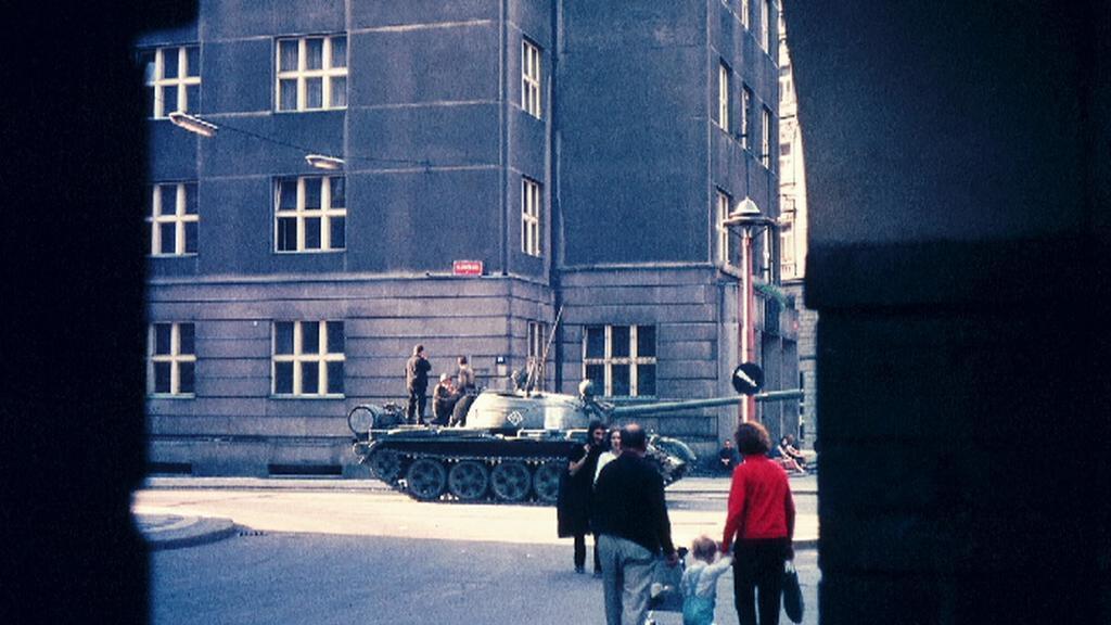 Barevné snímky Prahy v srpnu 1968 od Billa Bathmana