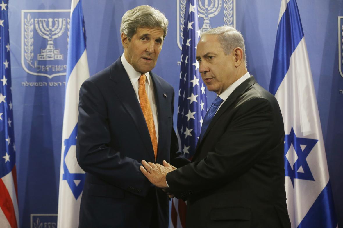 John Kerry a Benjamin Netanjahu