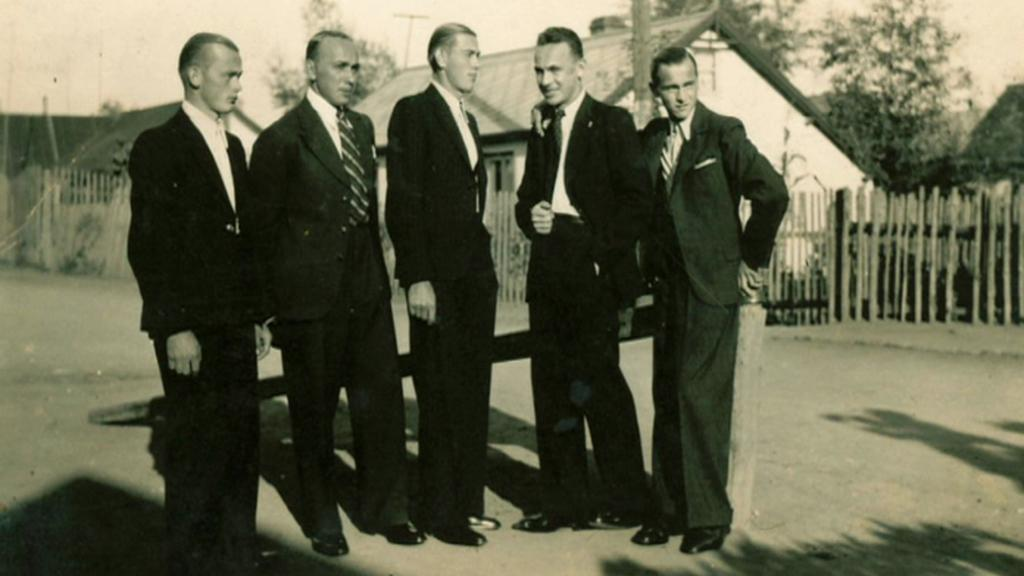 Obyvatelé Slatin na archivním snímku