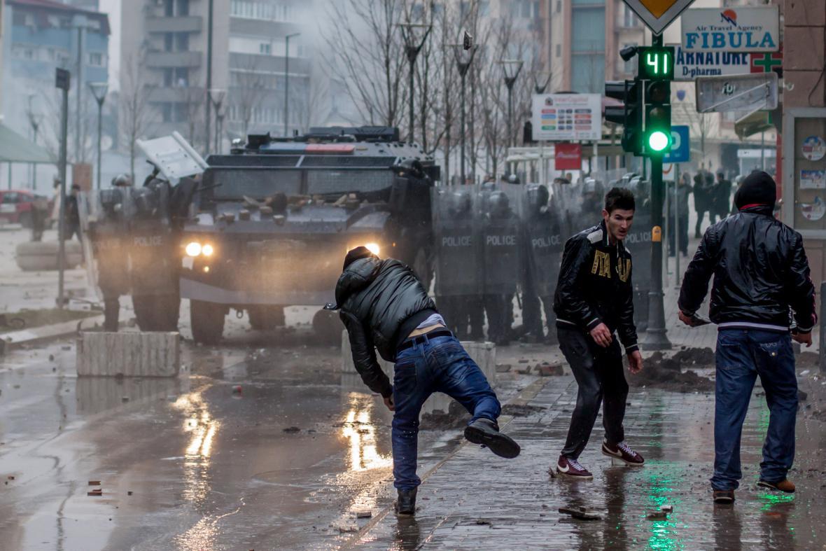 Lednové nepokoje v Prištině