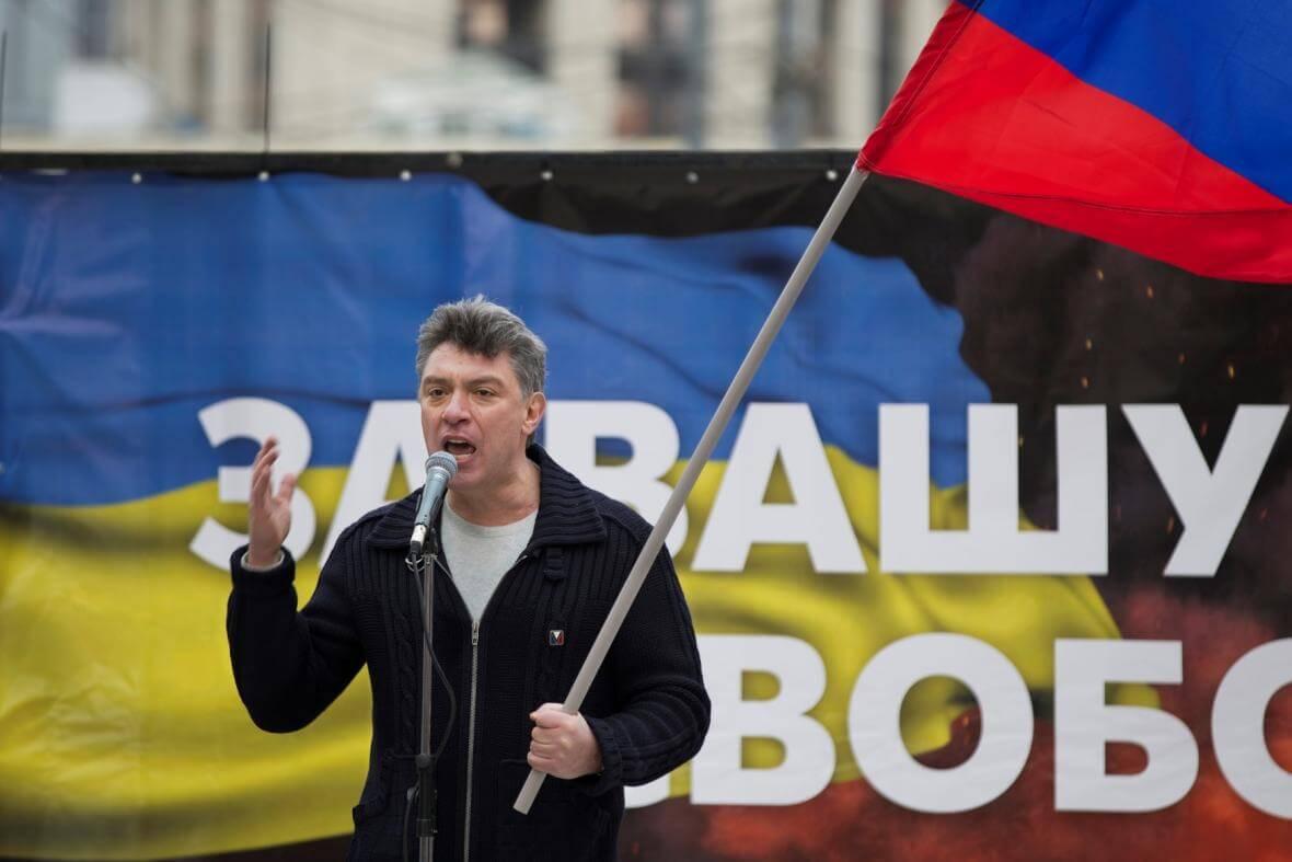 Němcov v březnu 2014 na demonstraci proti politice Kremlu vůči Ukrajině