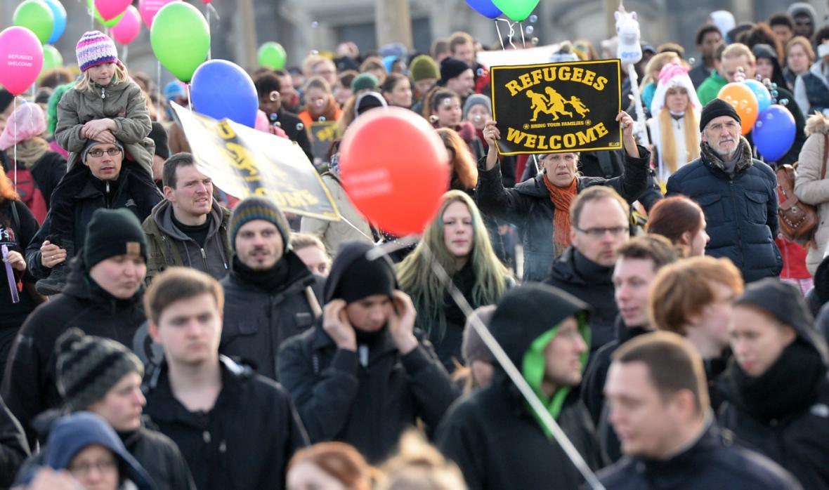 Demonstrace na podporu uprchlíků v Drážďanech