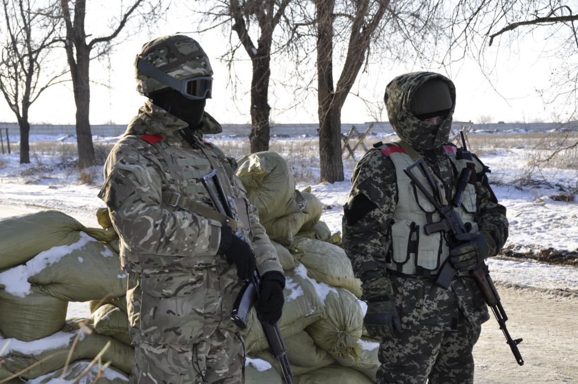 Ukrajinští vojáci u přístavu Mariupol