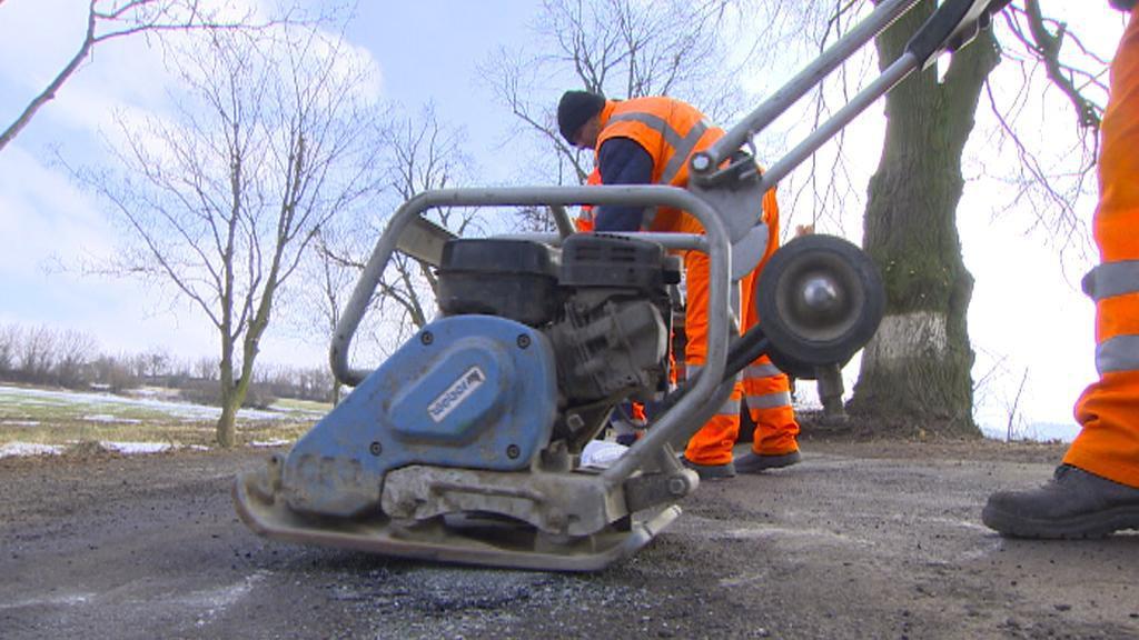 Oprava silnici po zimě