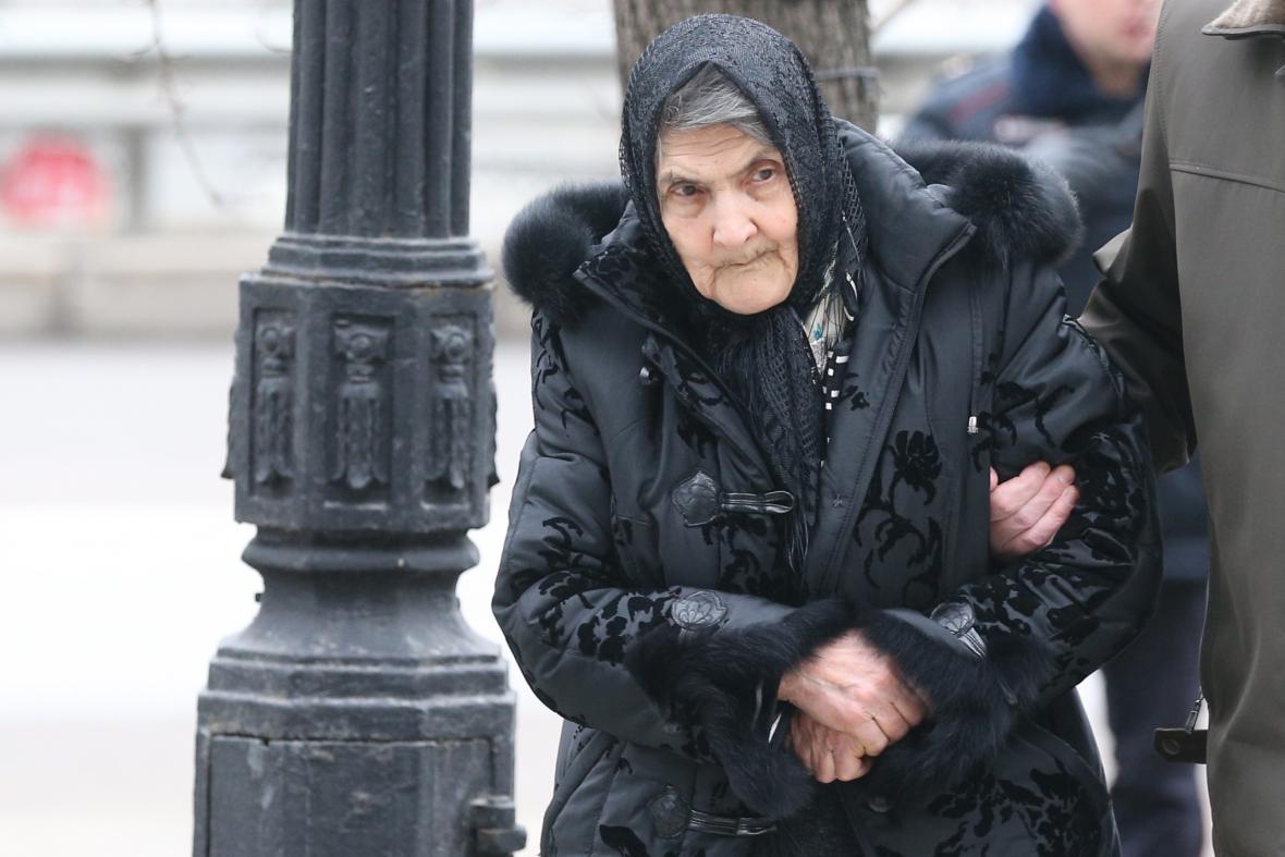 Matka Borise Němcova na synově pohřbu