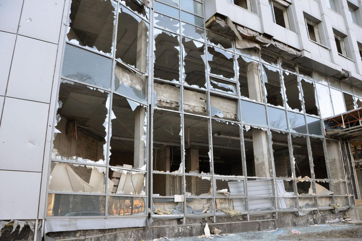 Vybombardovaný dům v Doněcku
