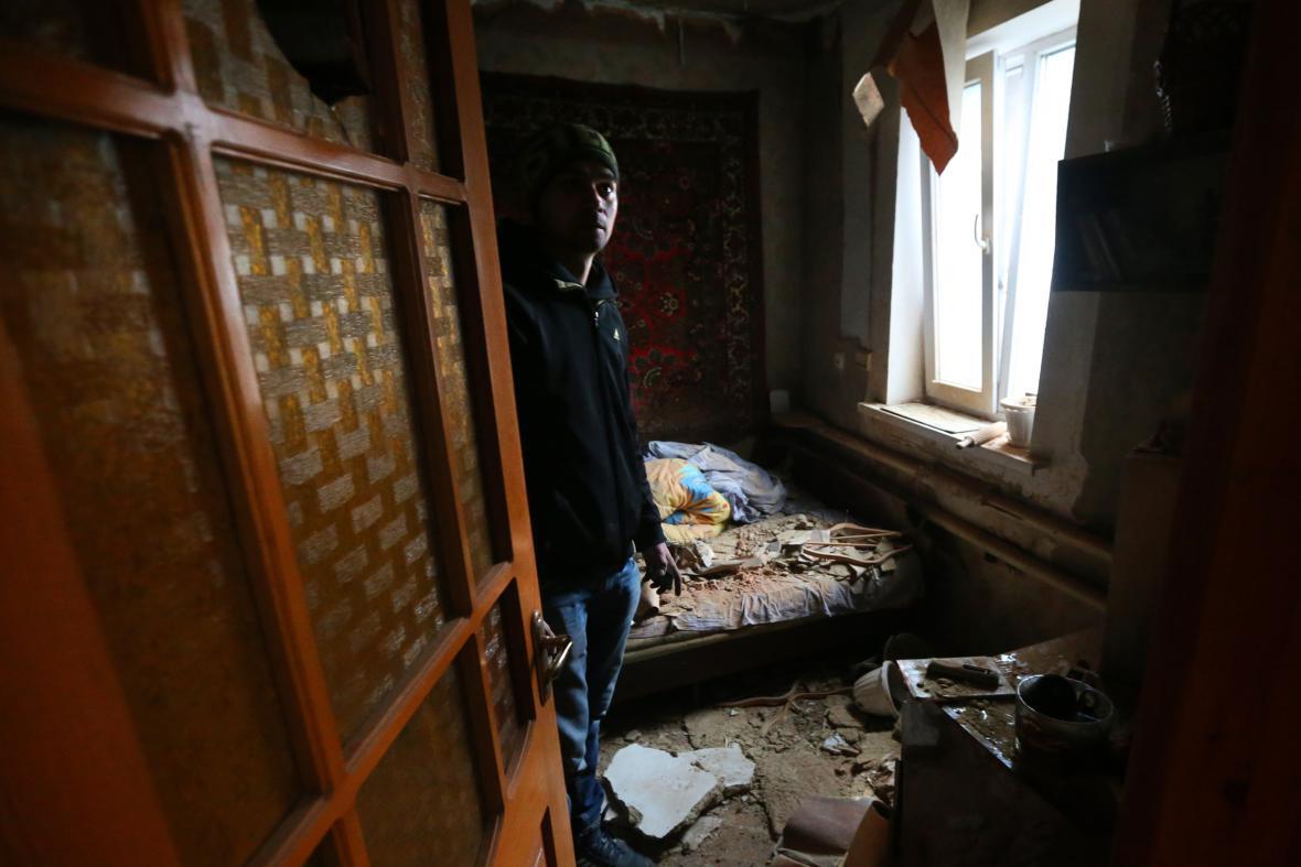 Zničený byt poblíž doněckého letiště