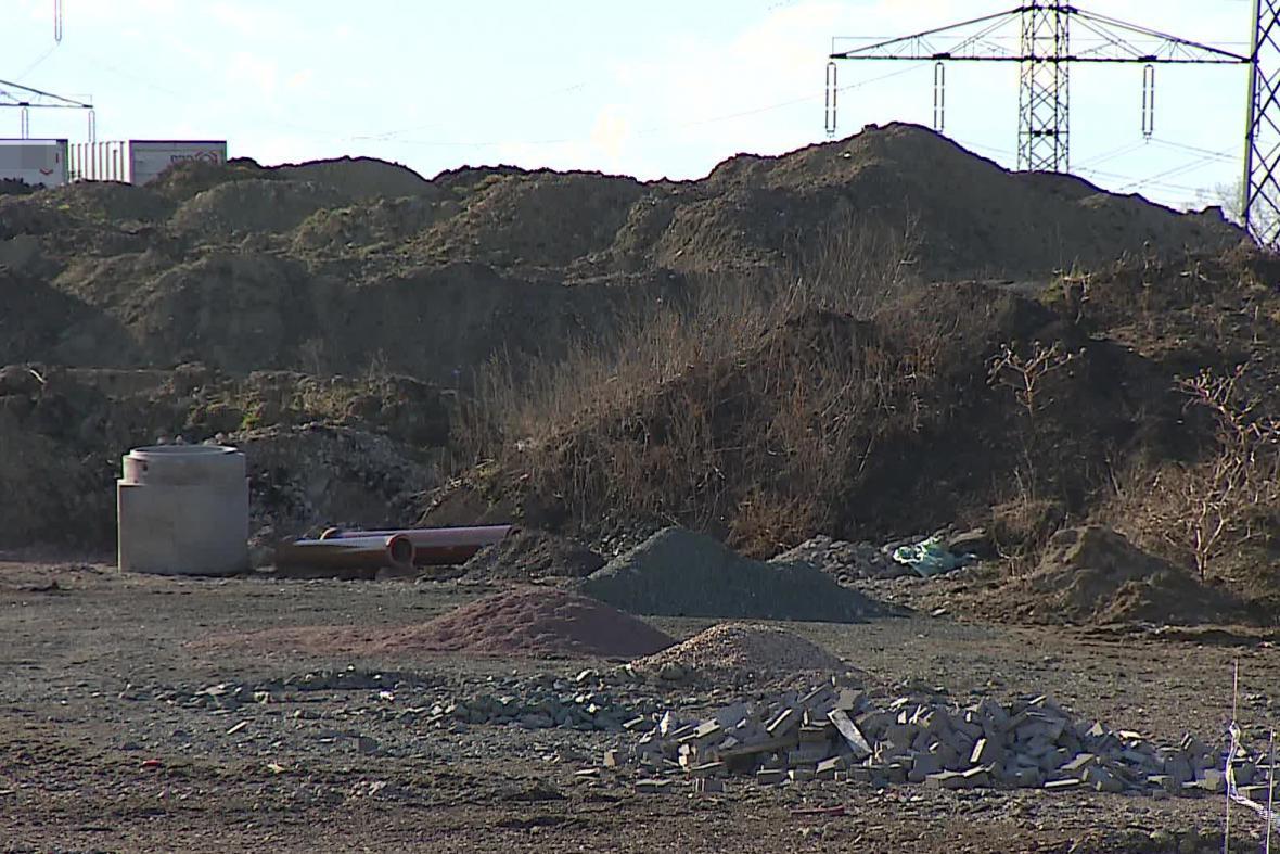 Zničené archeologické naleziště v Měníně