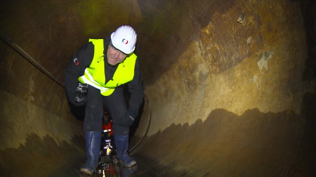 Štáb ČT musel na místo ražby dojít 55 metrů v hlubokém předklonu - stejně jako dělníci