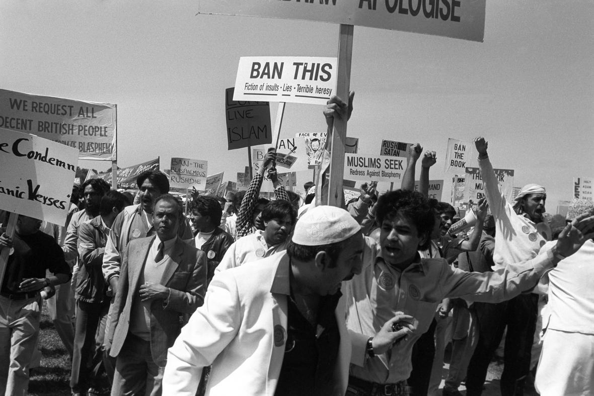 Pochod proti vydání Satanských veršů (Anglie, 1989)