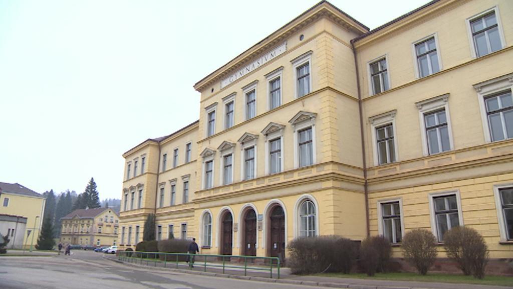 Budova Gymnázia v Hostinném