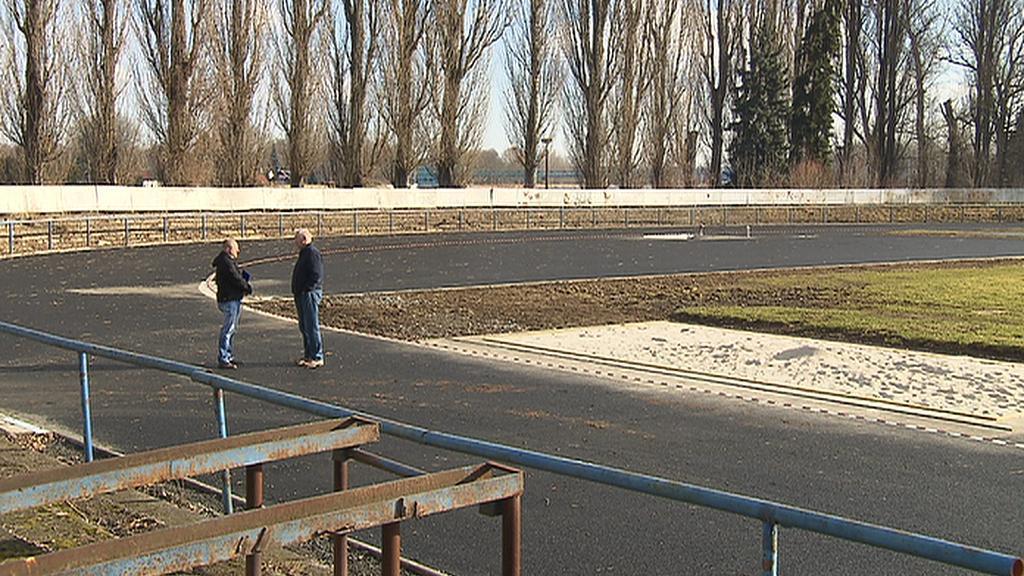 Atletická dráha na stadionu v Čelákovicích