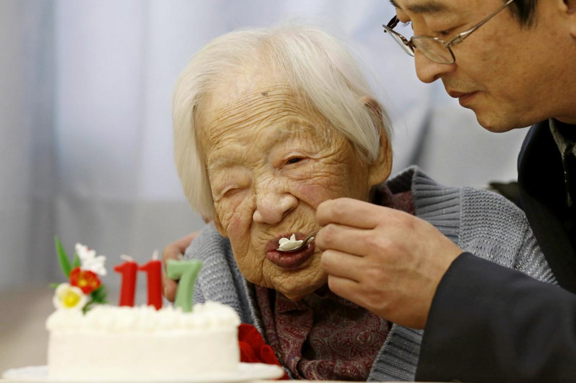 Misao Okawaová slaví 117. narozeniny