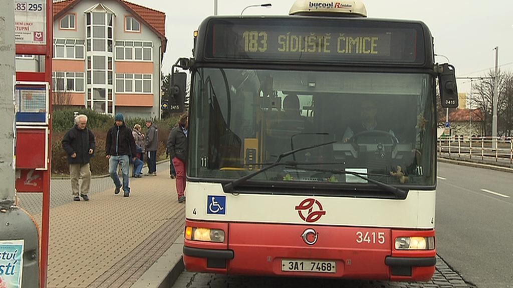 Autobusy z Mělnicka by nově měly končit na Ládví