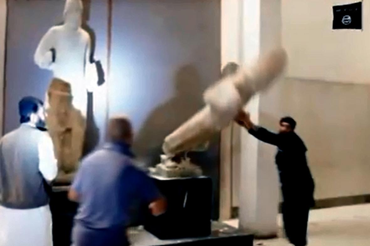 Islamisté ničí exponáty v mosulském muzeu
