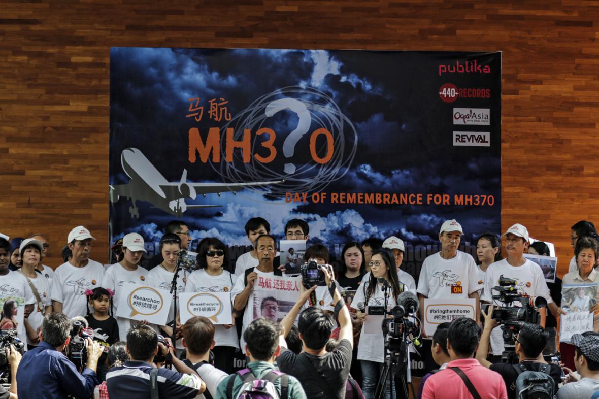 Příbuzní pasažérů si v Kuala Lumpuru připomněli rok od zmizení letu MH370