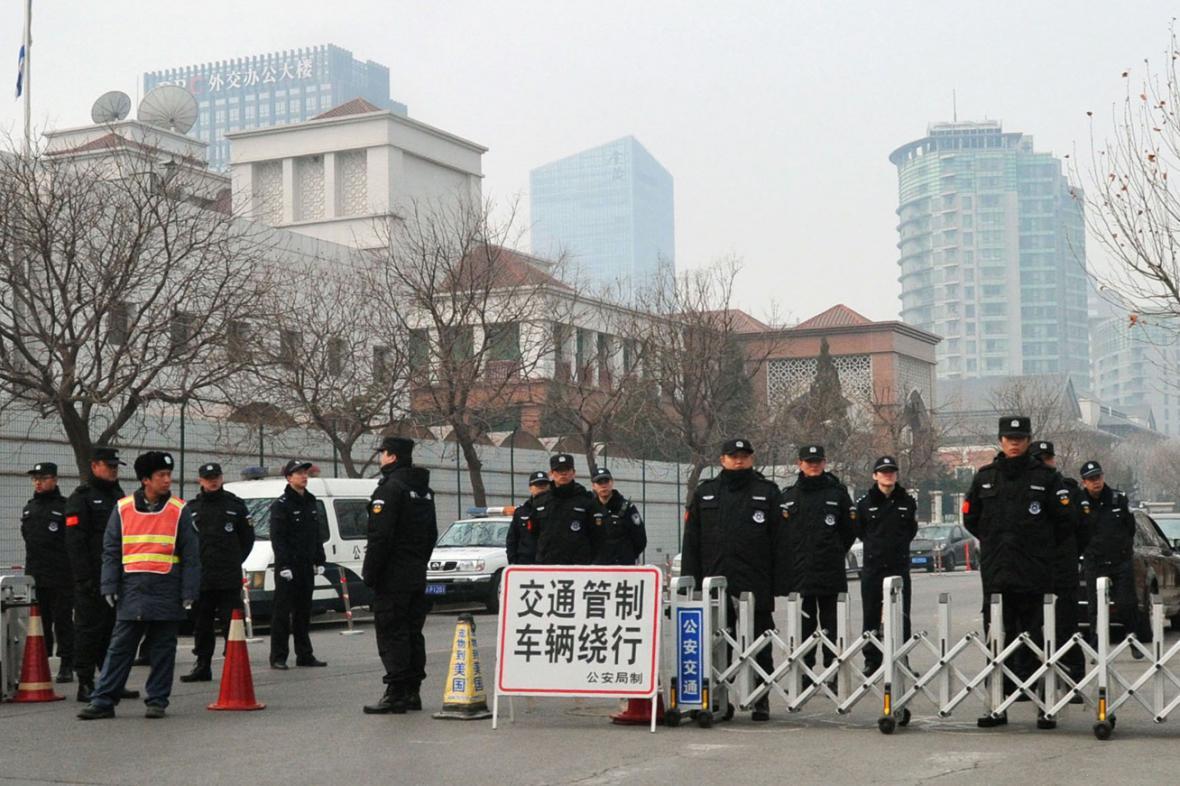 Čínská policie uzavřela ulice k malajsijskému velvyslanectví v Pekingu