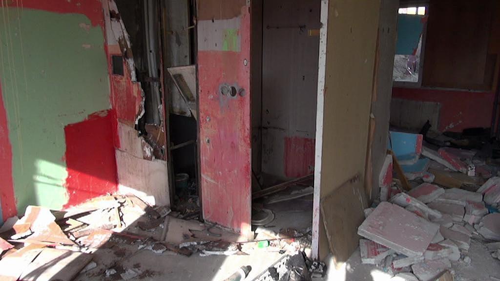 Jeden ze zdemolovaných bytů v Janově