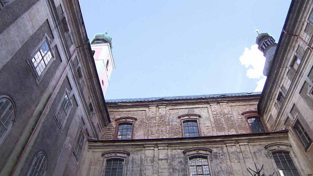 Asi čtyři pětiny broumovského kláštera na opravu stále čekají
