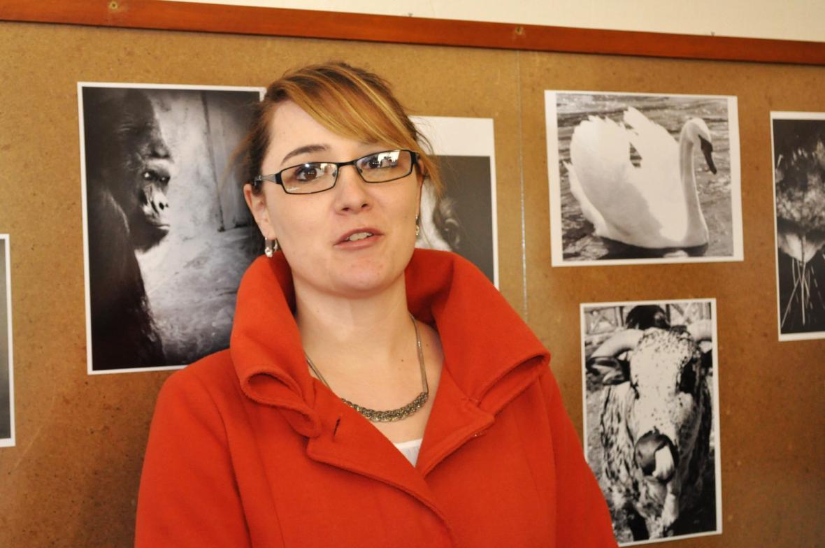 Tereza Šitinová na výstavě svých fotografií
