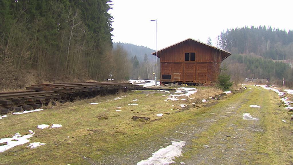 Na železniční zastávce v Jesenném se v minulosti přečerpávaly chemikálie