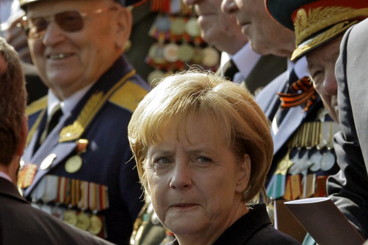 Angela Merkelová na vojenské přehlídce v Moskvě 9. května 2010