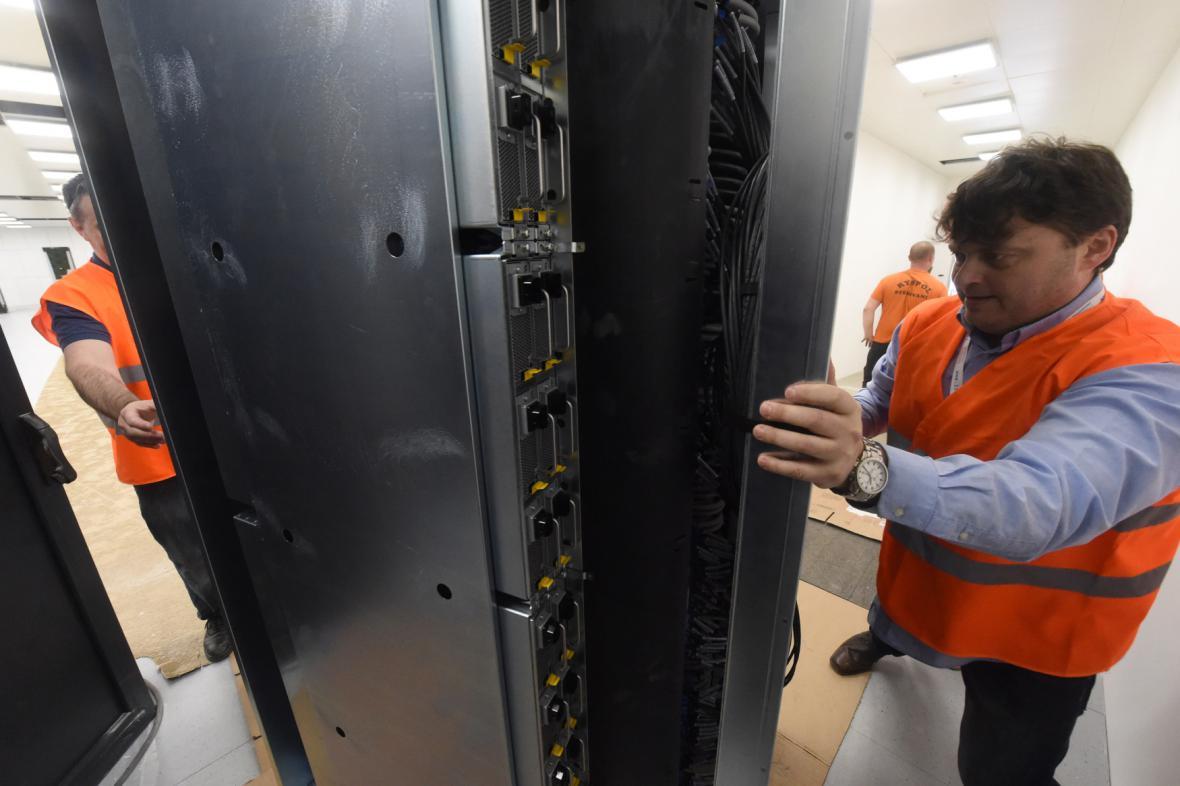 Kompletace superpočítače