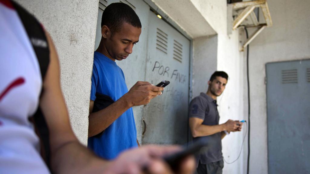 Kuba a USA obnovily přímé telefonní linky