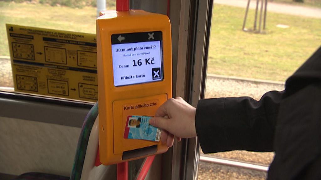 Karlovarská karta funguje v tramvaji v Plzni
