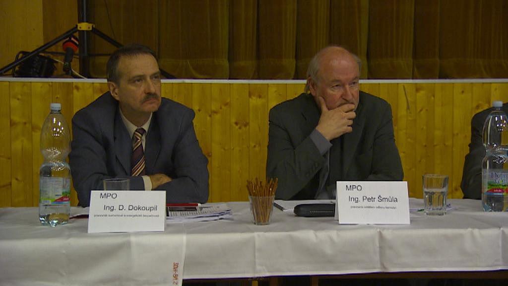 Zástupci ministerstva průmyslu a obchodu na debatě v Brzkově