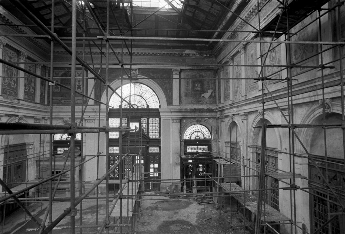 Stav budovy nádraží Těšnov před rekonstrukcí (březen 1983)