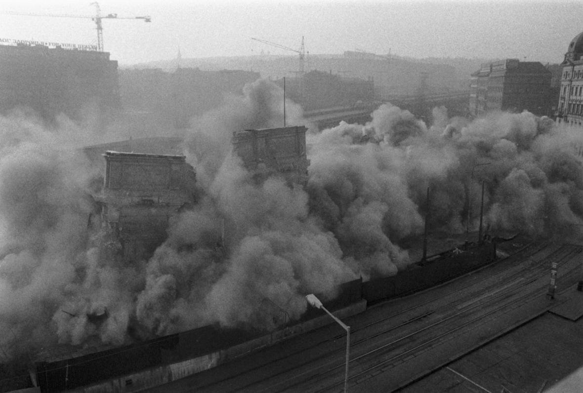 Destrukce objektu nádraží Těšnov