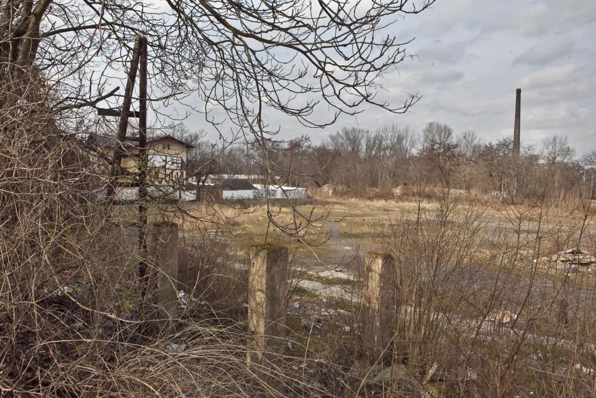 Zbytky zaniklé železniční trasy z Těšnova do Vysočan