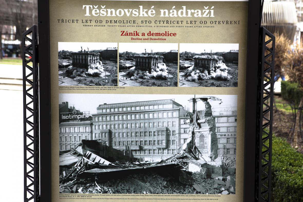 Výstava před MHMP o zaniklém nádraží Těšnov