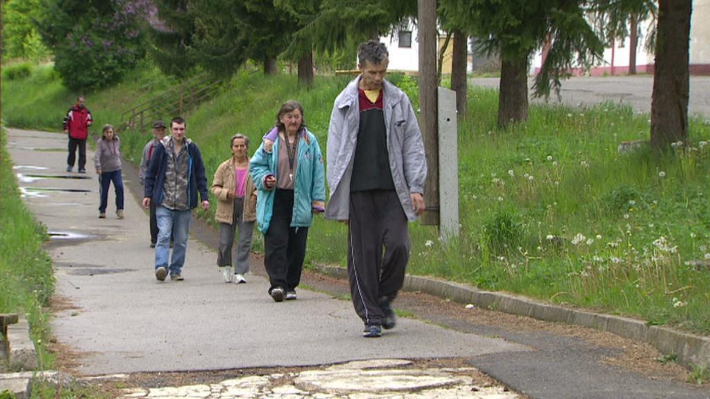 Obyvatelé ubytovny v Červeném Újezdu - záběr z roku 2014