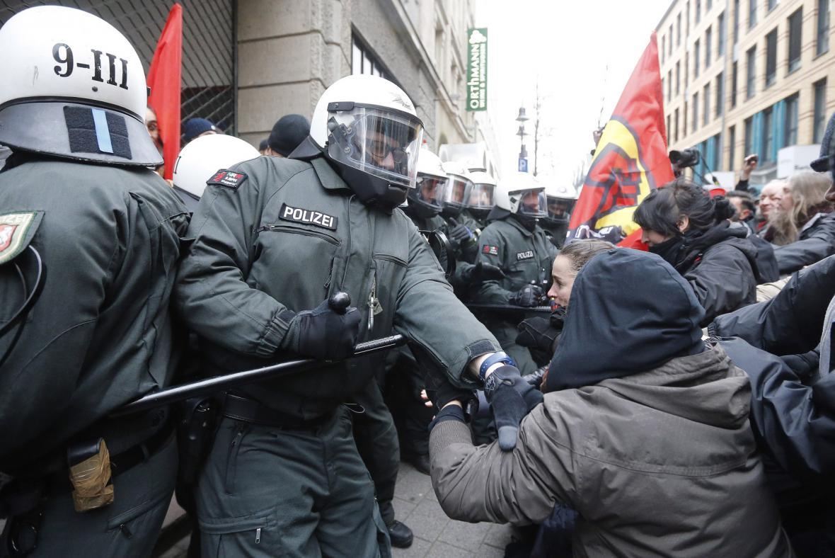 Demonstrace extremistů ve Wuppertalu