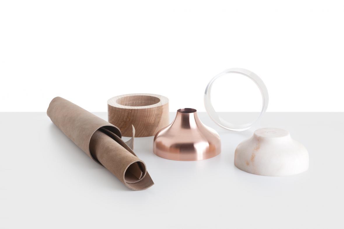 DECHEM / Materiálová váza pro Křehký