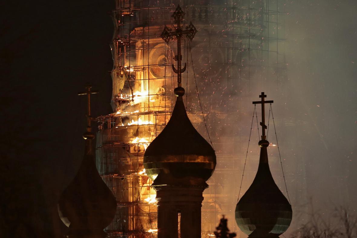 Požár zvonice Novoděvičího kláštera