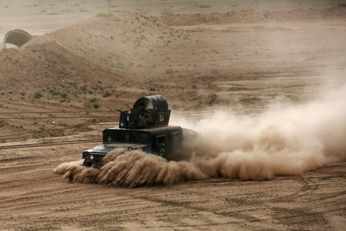 Vozidla irácké armády v bojích o Tikrít