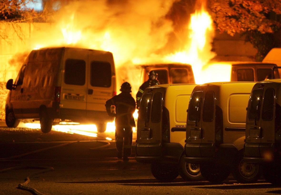 Nepokoje na francouzských předměstích v listopadu 2005