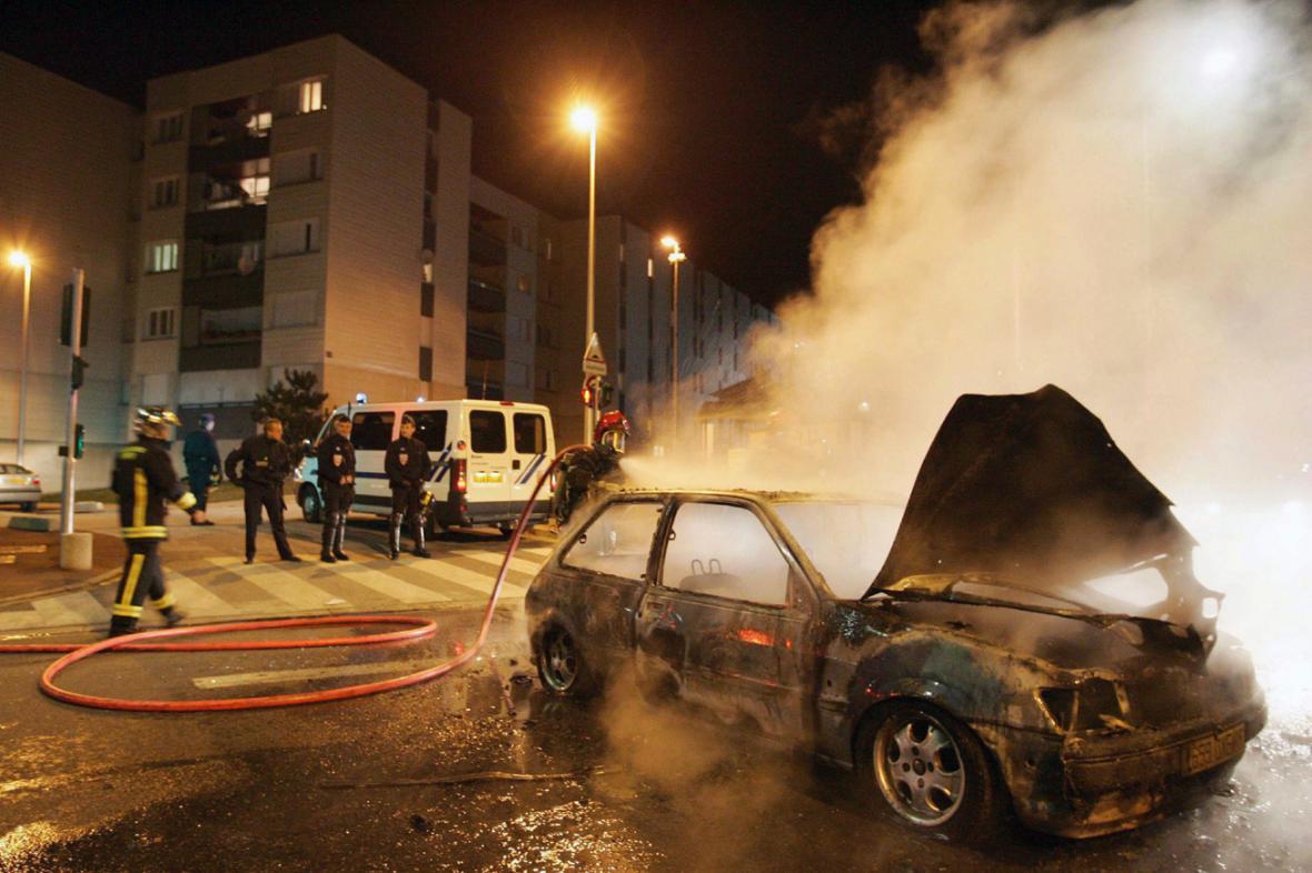 Nepokoje na pařížském předměstí v listopadu 2005