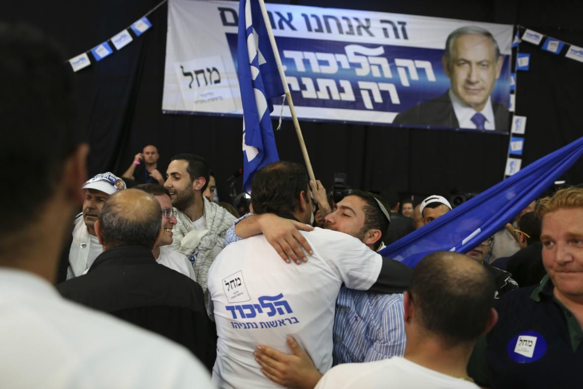 Příznivci Likudu oslavují výsledky voleb