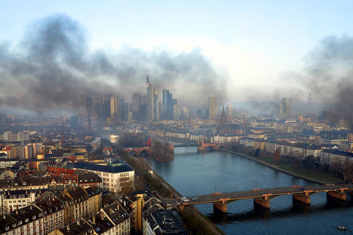 Kouř nad Frankfurtem