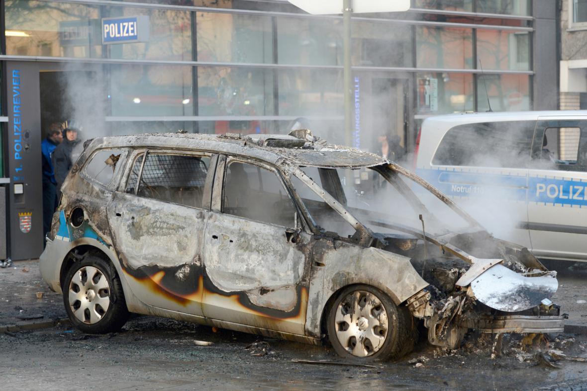 Násilnosti ve Frankfurtu