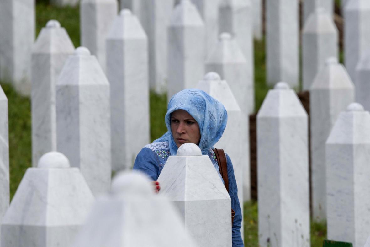 Oběti masakru ve Srebrenici
