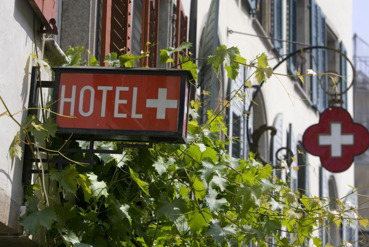 Vývěsní štít švýcarského hotelu