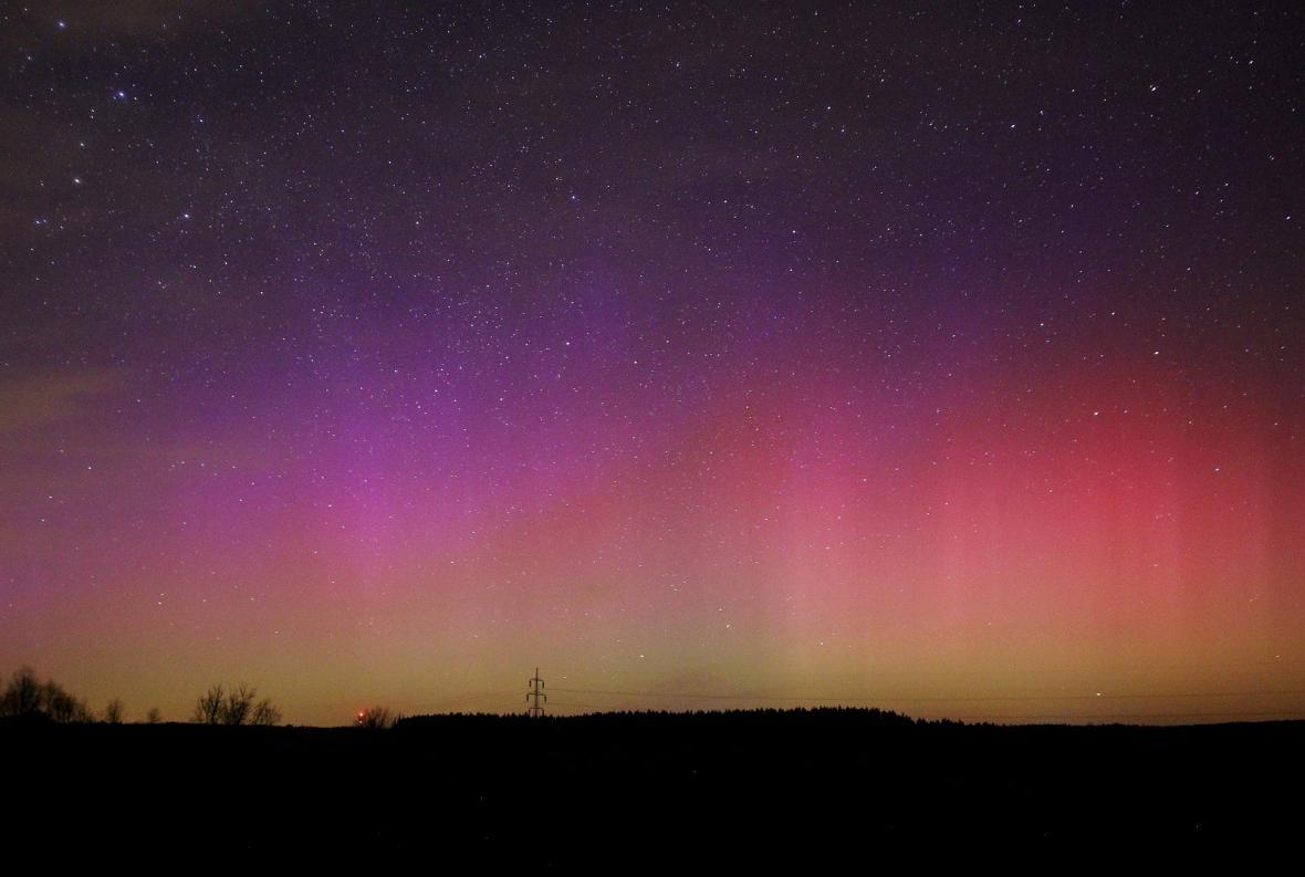 Nebe nad ČR vymalované polární září