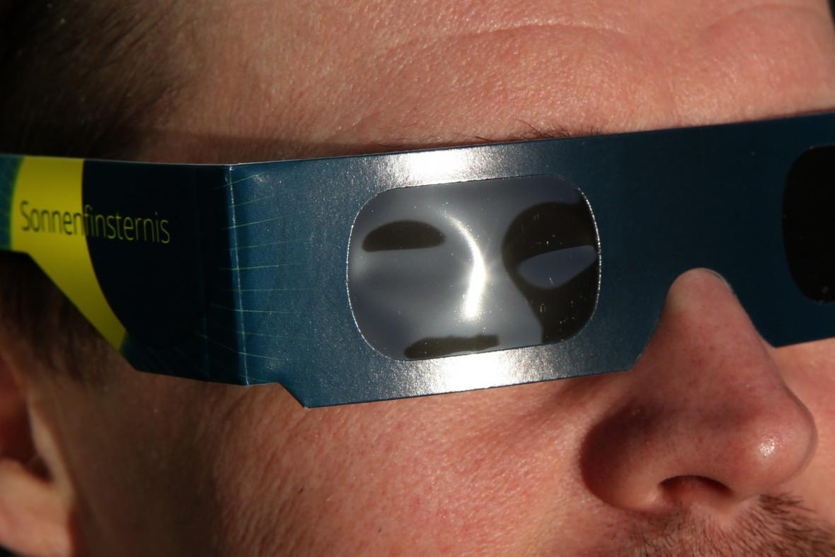 Speciální brýle pro pozorování zatmění