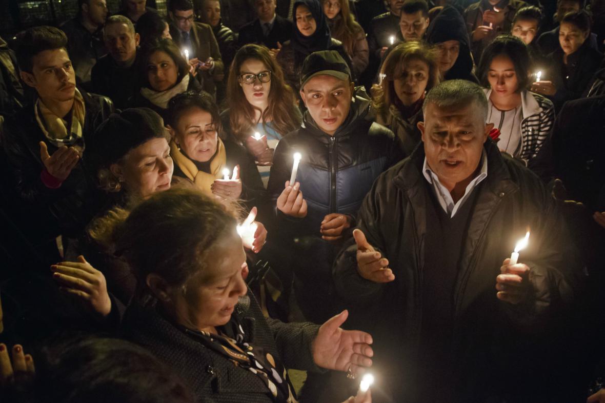 Tunisané vyšli v noci do ulic na protest proti útoku v muzeu